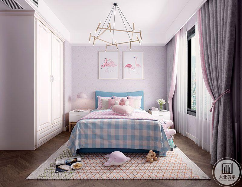 小宝宝房间也是以嫩粉色为主,拼花地板时尚个性,一组衣柜,没做其他吊顶,简简单单,又透着精致。