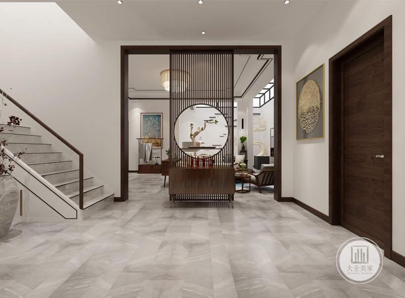 """地下室的楼梯过道处在色彩上,设计师运用了中式传统的白色与木色结合,并局部跳出彩色以增加空间的灵动性。创造出了中式""""雅致""""""""韵味""""""""温馨""""的空间特质。"""